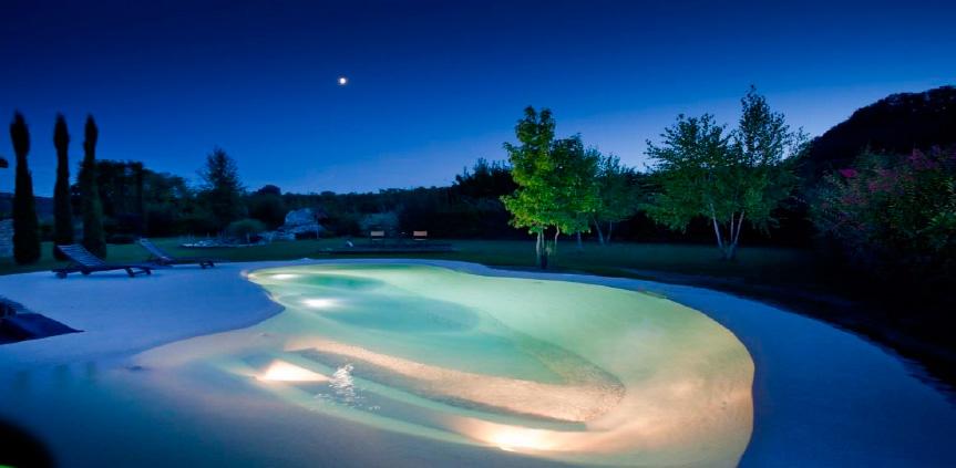 Construcciones de piscinas y jardines en madrid for Piscinas diferentes en madrid